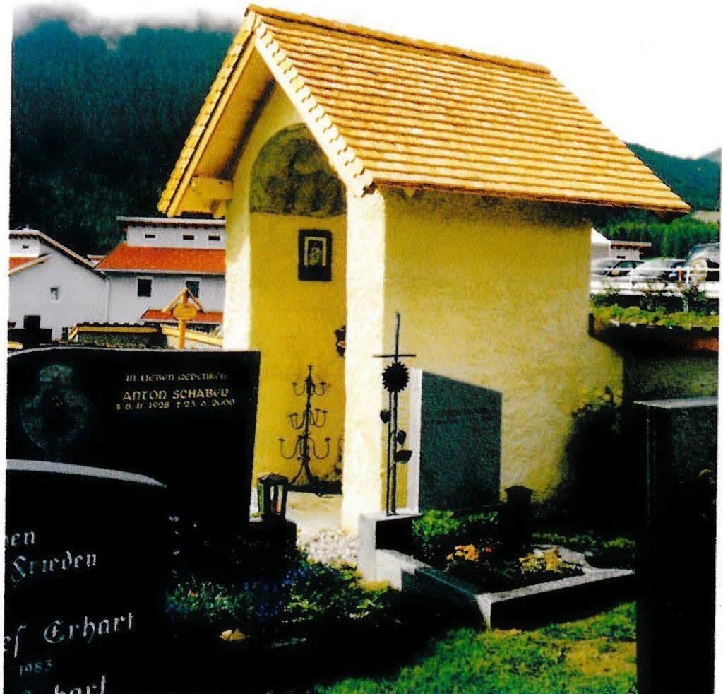 Die renovierte Lourdeskapelle im Friedhof